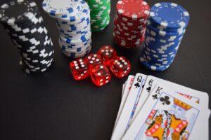 Online-kasinoilla pelattavat korttipelit — esittelyssä suosikkimme